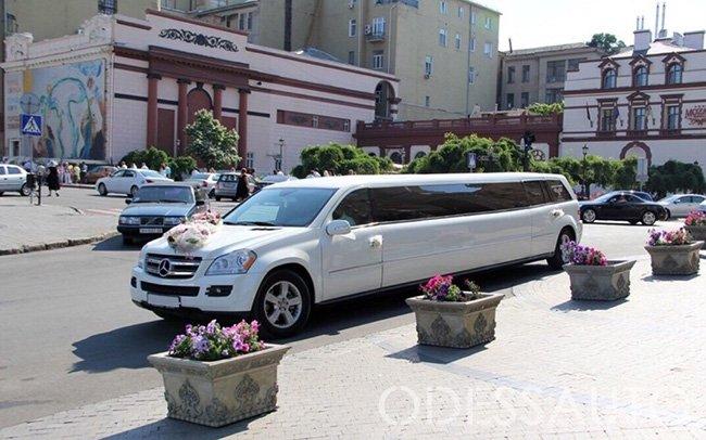 Аренда Лимузин Mercedes GL на свадьбу Одесса